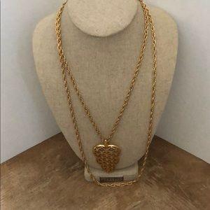 Necklace gold tone Trifari 🍒